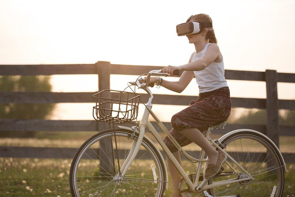 augmented-reality-1853592_1920.jpg?1584882421