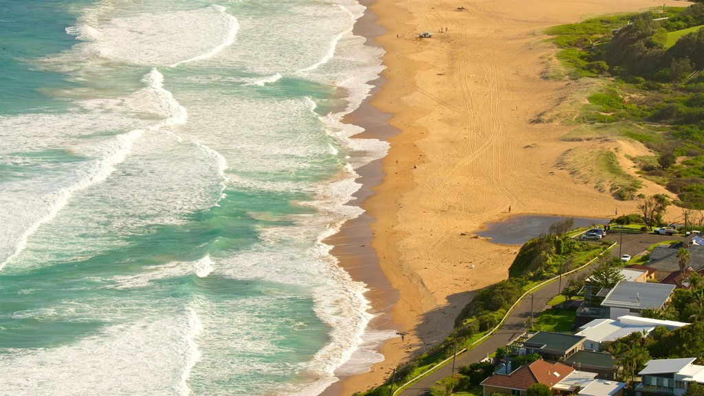 Wollongong showing a coastal town and a beach