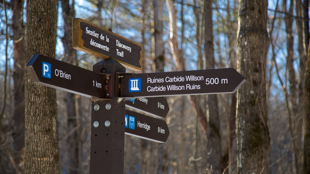 Gatineau Park featuring signage