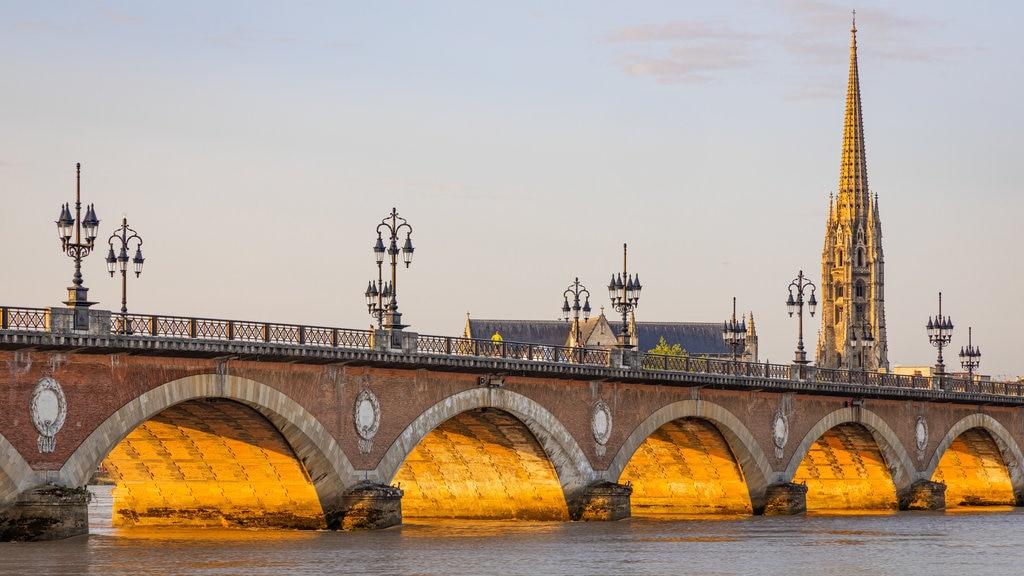 stone-bridge-bordeaux.jpg?1585906014