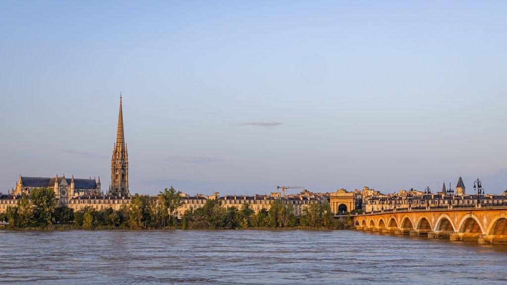 garonne-river-bordeaux-stone-bridge.jpg?1585906170