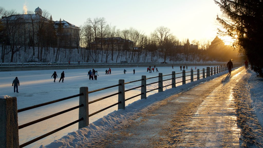 Rideau Canal showing snow skiing and snow as well as a large group of people