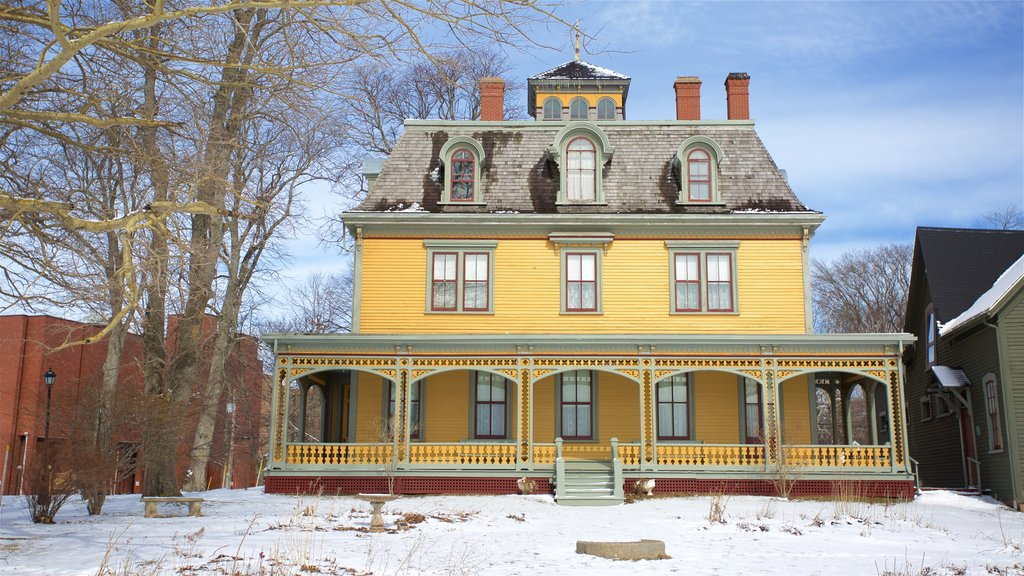 Beaconsfield Historic House which includes snow and a house