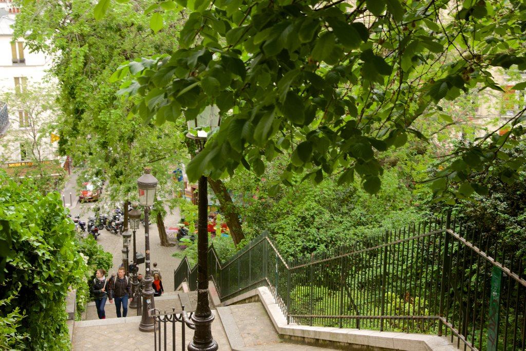 18th-arrondissement-street-paris.jpg?1586251642