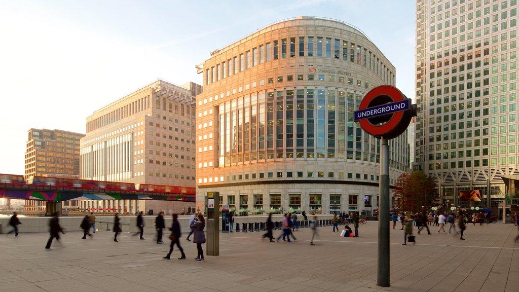 london-buildings-underground-sign.jpg?1586335541