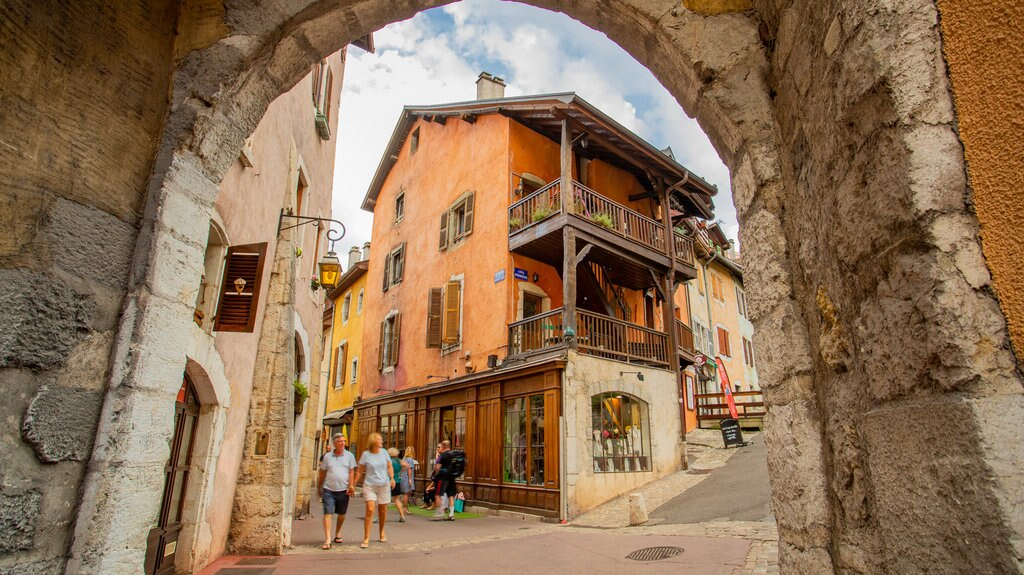 annecy-old-town.jpg?1587051668