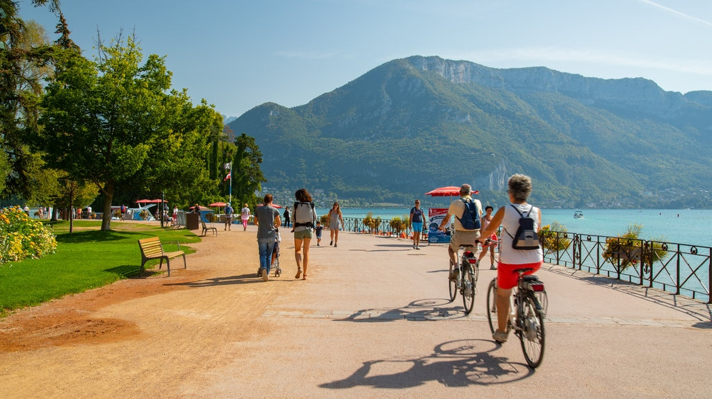 annecy-lake-cycling.jpg?1587052401
