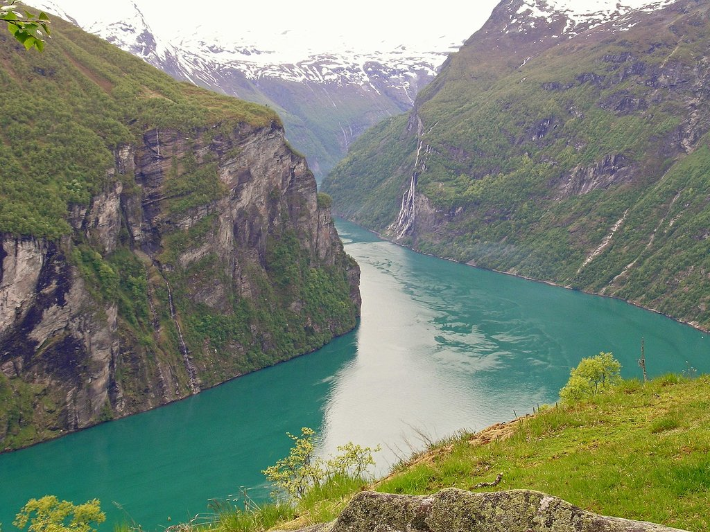 1440px-Adlerkehren_Sicht_a_Geirangerfjord.jpg?1587102074