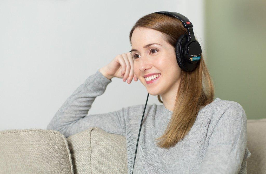podcast_girl_microphones.jpg?1587506935