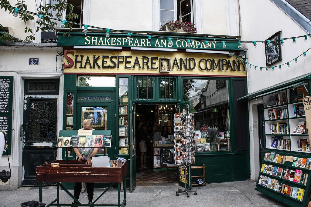 1620px-Shakespeare_and_Company_bookstore__Paris_13_August_2013.jpg?1587570719