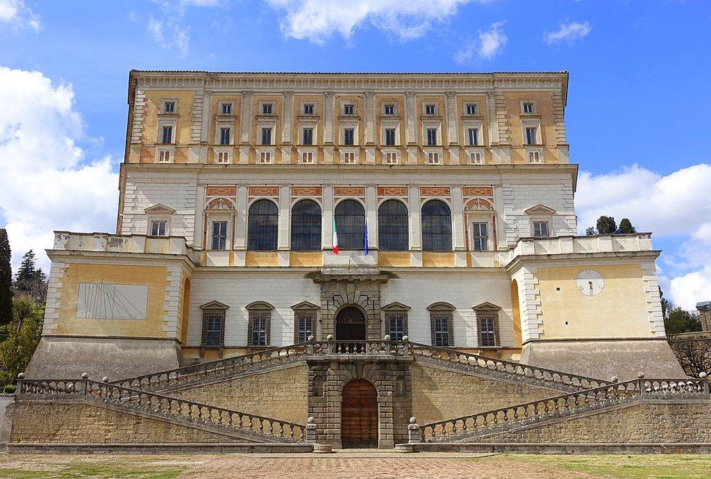 1069px-Villa_Farnese_-_Caprarola__Italy_-_DSC02211.jpg?1587583942