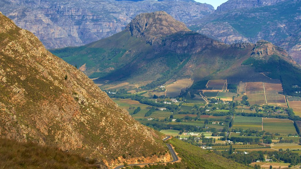 Franschhoek which includes mountains