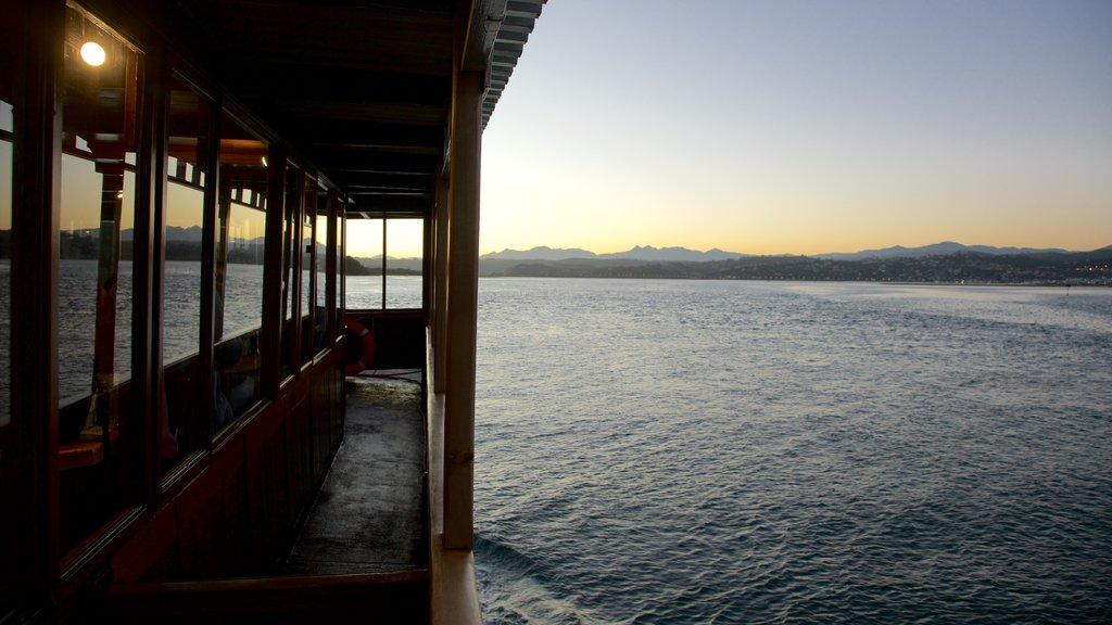 Knysna showing landscape views, general coastal views and a sunset