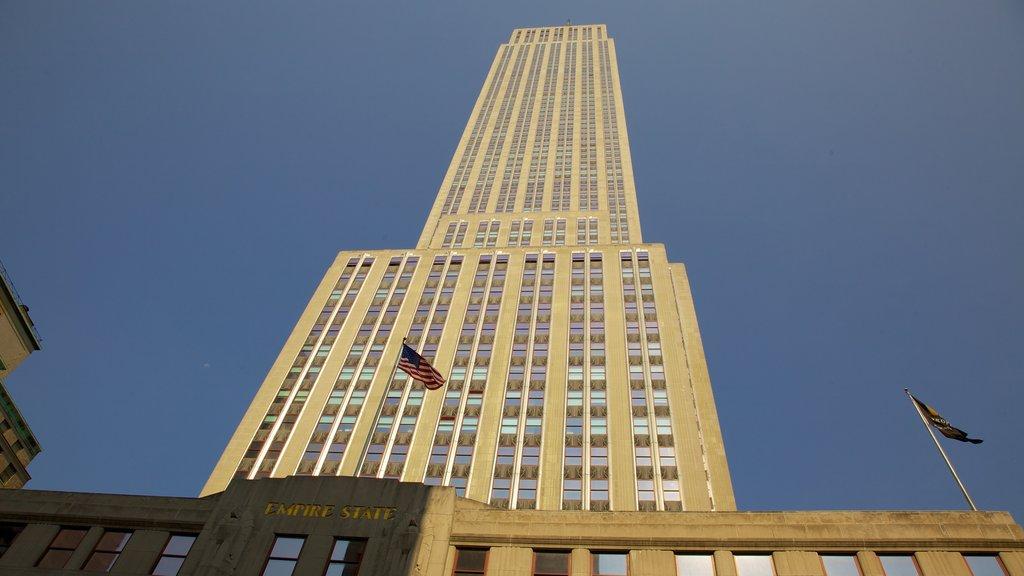 Edificio Empire State mostrando una ciudad, elementos del patrimonio y un rascacielos