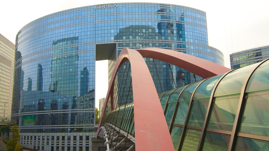La Defense featuring modern architecture, city views and a city