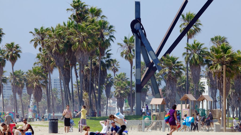 Venice Beach which includes picnicing and a city as well as a large group of people