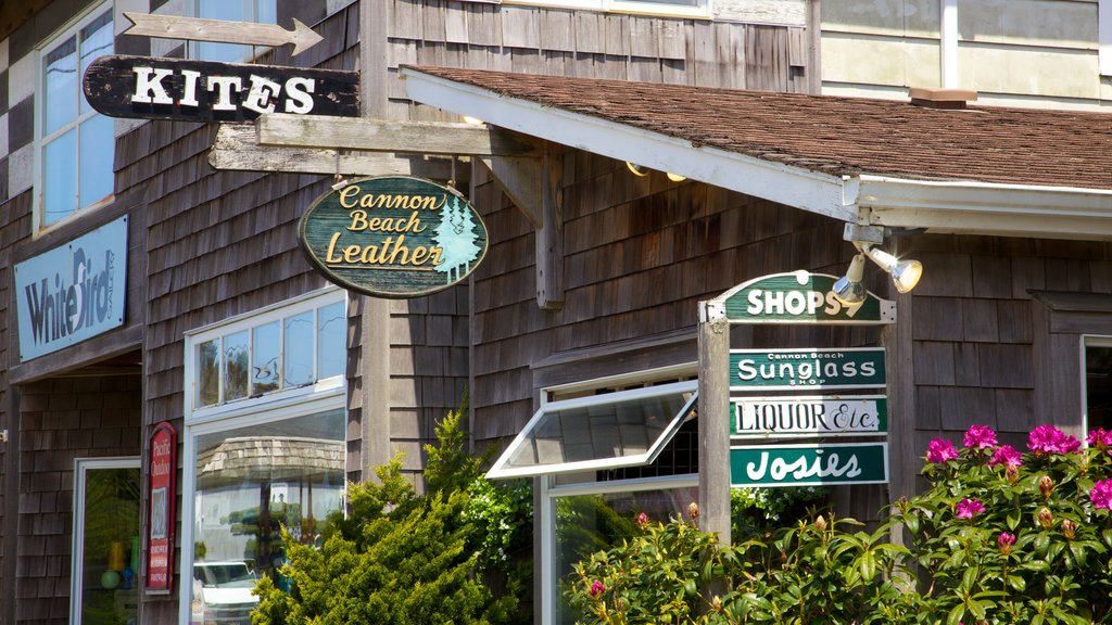 Cannon Beach featuring signage