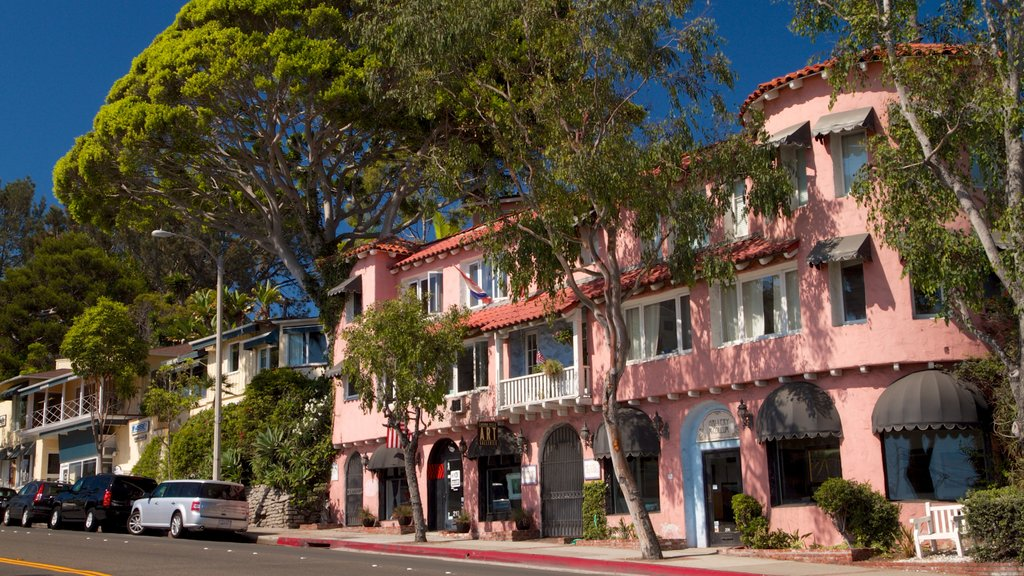 Laguna Beach showing street scenes and a city