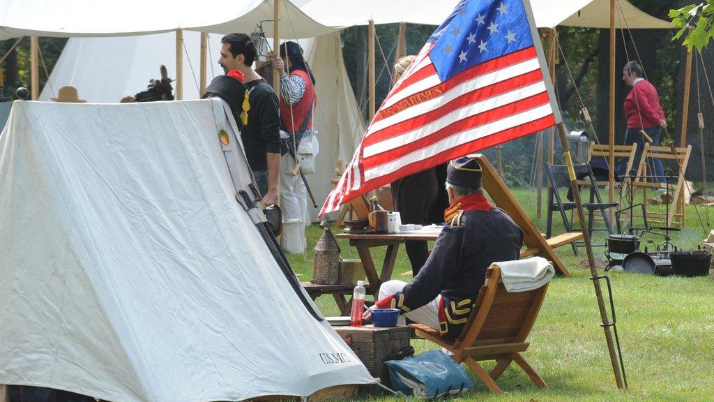 Chatham que incluye elementos del patrimonio, artículos militares y campamento