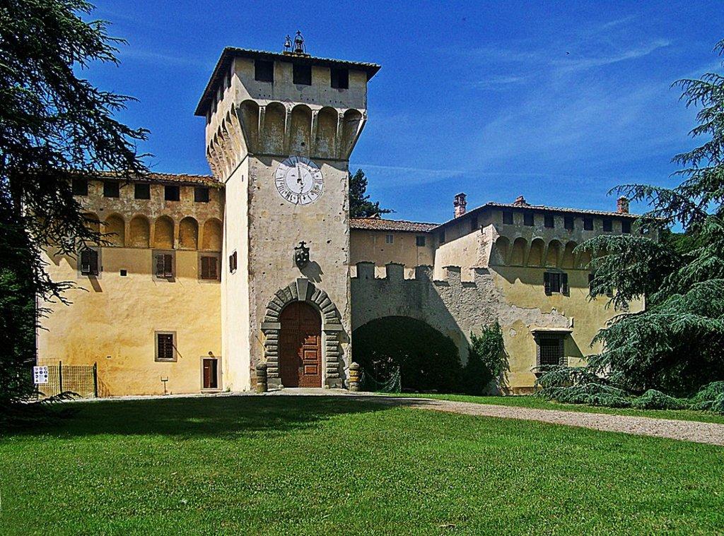 972px-Cafaggiolo-Villa_front_large.jpg?1588170310