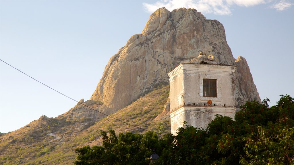 Pena de Bernal showing heritage architecture and mountains
