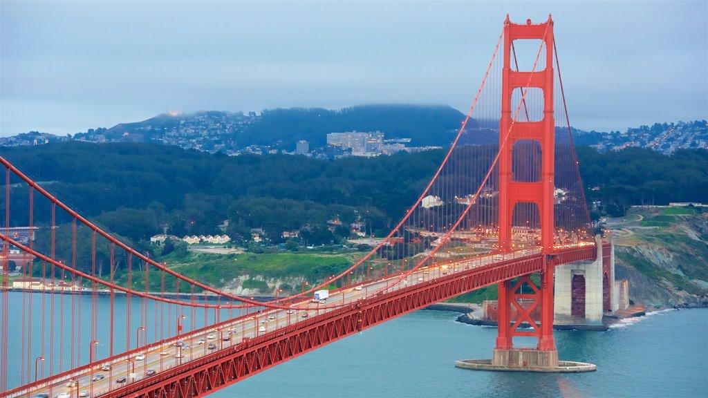 San Francisco que incluye vistas de paisajes, un río o arroyo y un puente