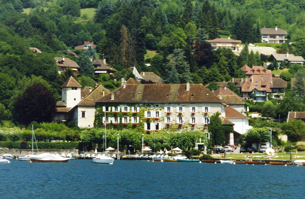 Abbaye_de_Talloires__Lake_Annecy__France_-_panoramio.jpg?1582716099