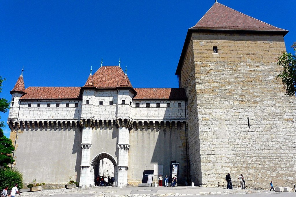 1080px-Entree_chateau_annecy.jpg?1581676582