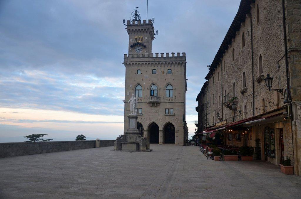 San Marino cosa vedere: Palazzo Pubblico e Piazza della Libertà