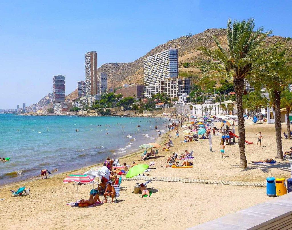 Playa de la Albufereta, De Zarateman - Trabajo propio, CC0, https://commons.wikimedia.org/w/index.php?curid=61375046