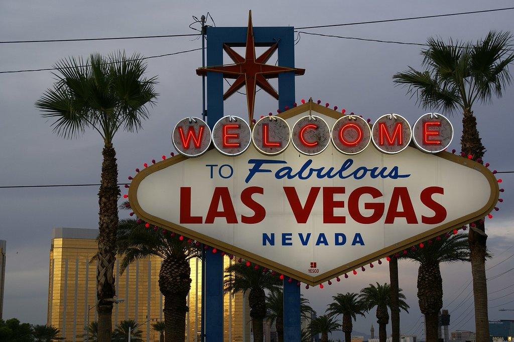 1620px-2012.10.05.175945_Welcome_sign_Las_Vegas_Nevada.jpg?1575296415