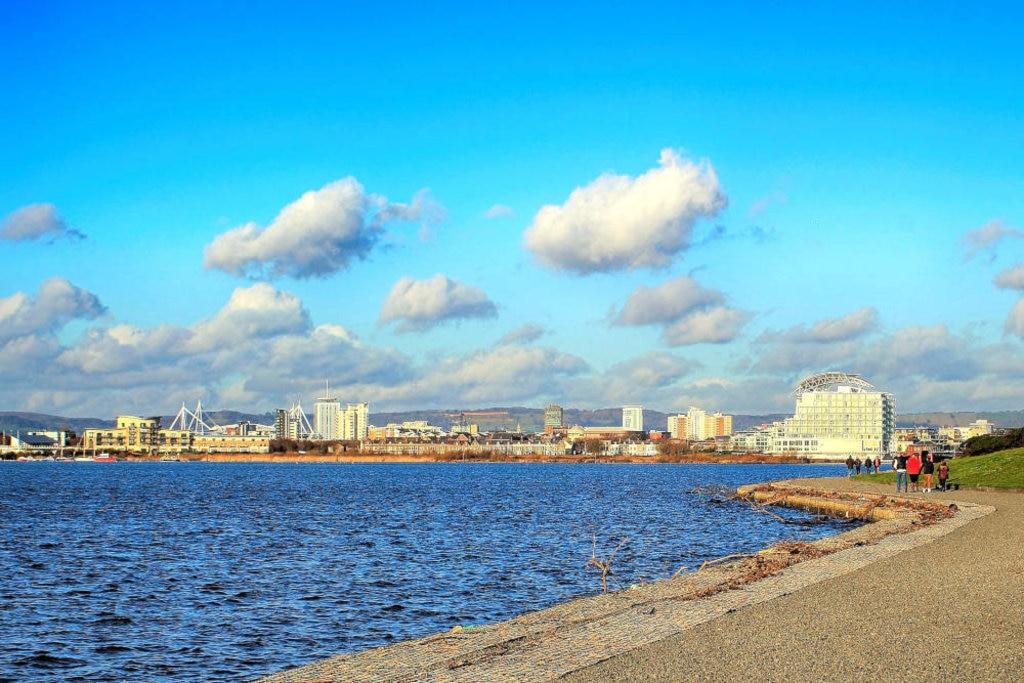 Baia di Cardiff: camminata