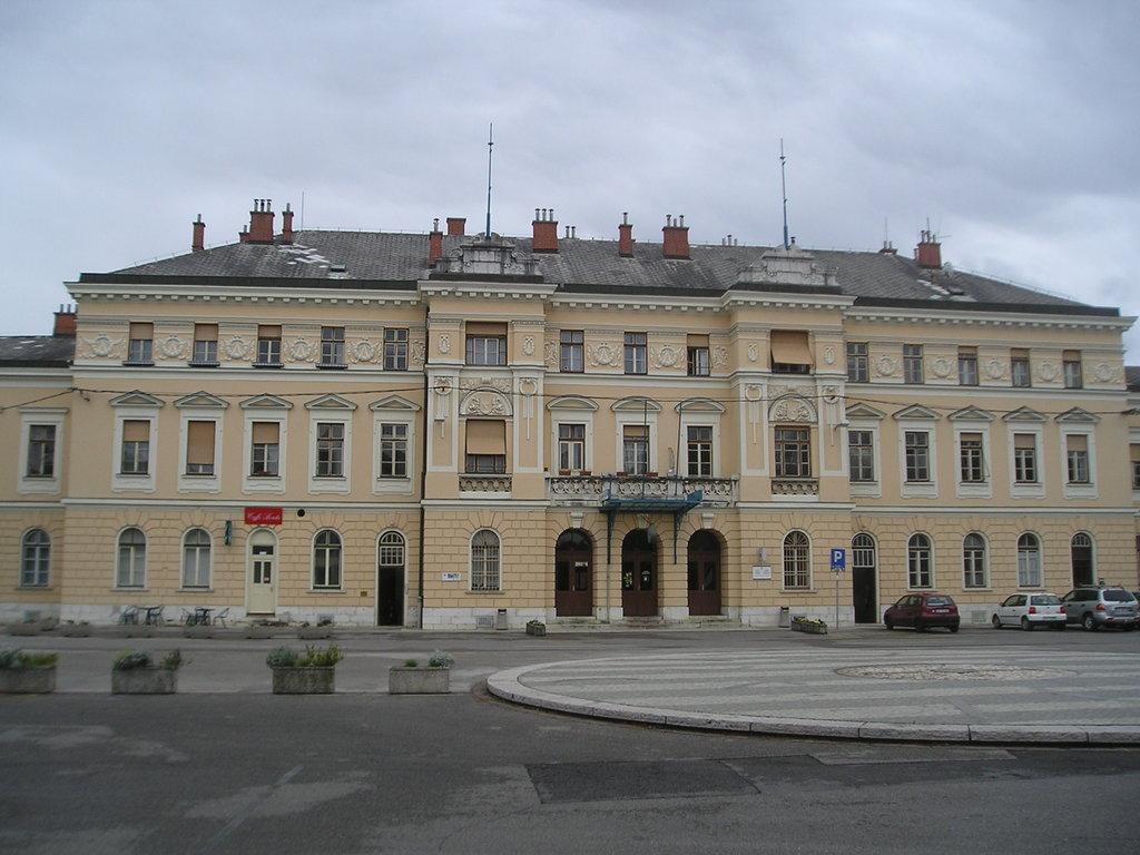 Nova_Gorica-train_station-front.jpg?1579103759
