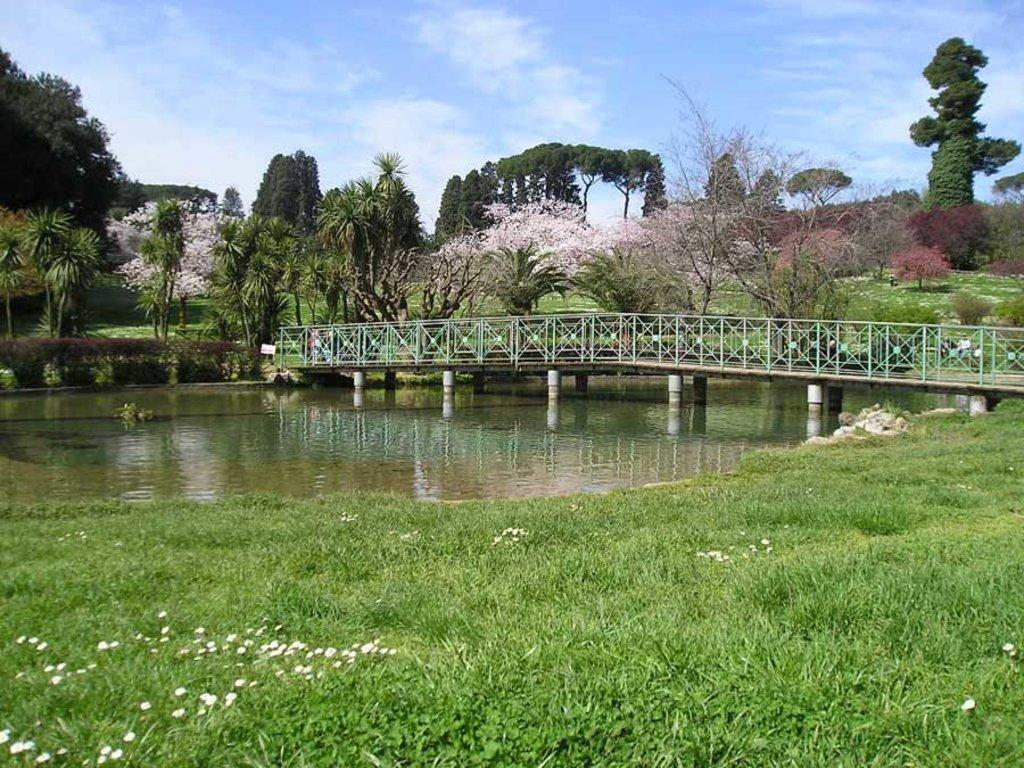 Il laghetto della Villa Doria Pamphilj - By alinti (Own work) [Public domain], via Wikimedia Commons