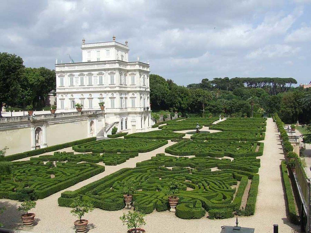 l Casino del Bel Respiro - Villa Doria Pamphilj - By alinti (Own work) [Public domain], via Wikimedia Commons