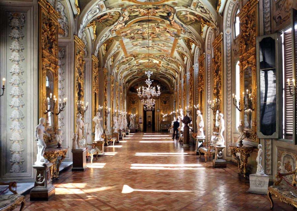 La Galleria degli Specchi a Palazzo Doria Pamphilj - By Sailko (Own work), via Wikimedia Creative Commons