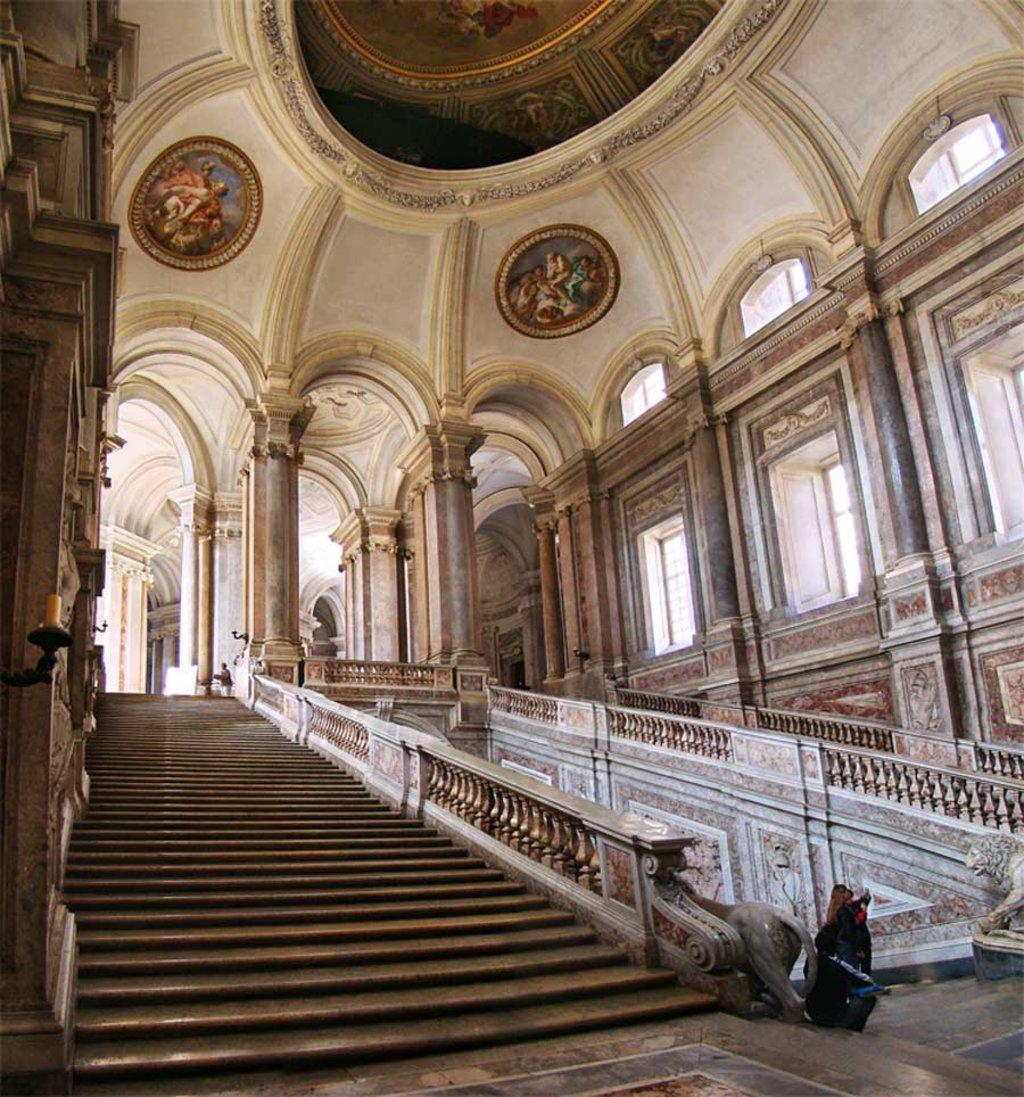 Lo scalone reale della Reggia di Caserta - By Tango7174 (Own work), via Wikimedia Creative Commons