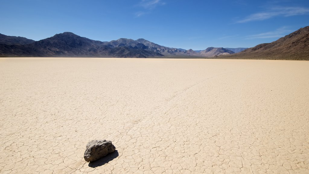Racetrack Playa featuring landscape views, desert views and tranquil scenes