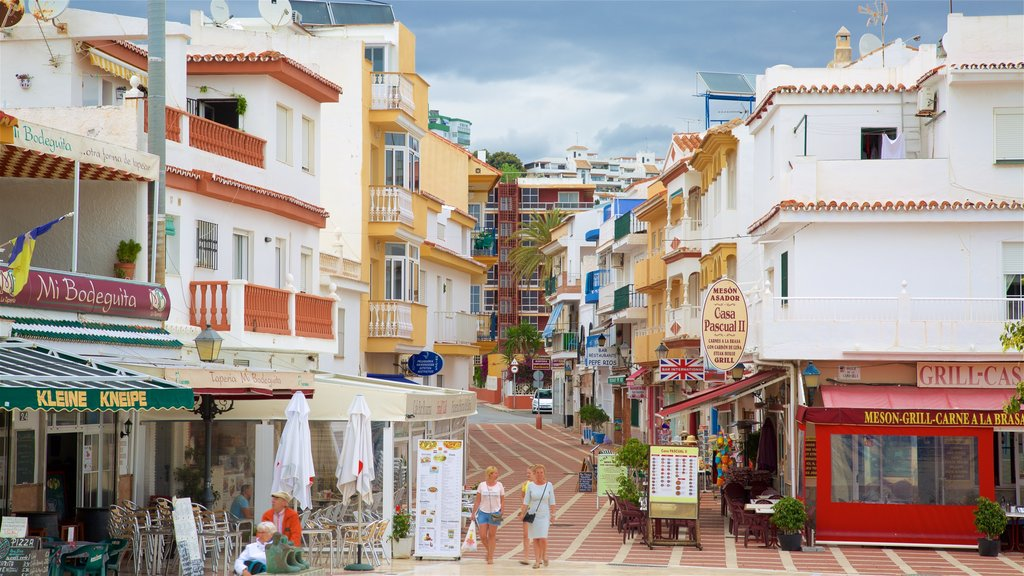 La Carihuela showing street scenes