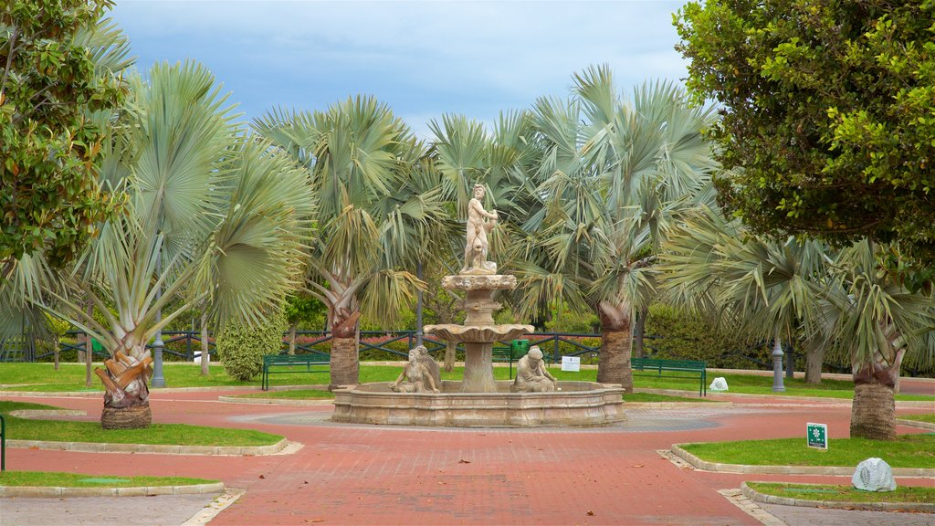 La Bateria Park featuring a fountain, a park and tropical scenes