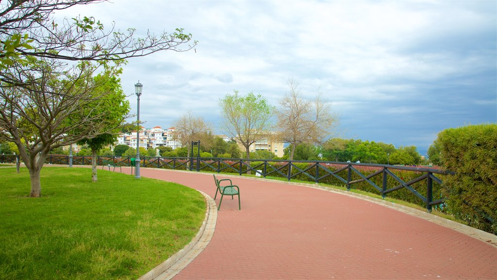 La Bateria Park showing a park
