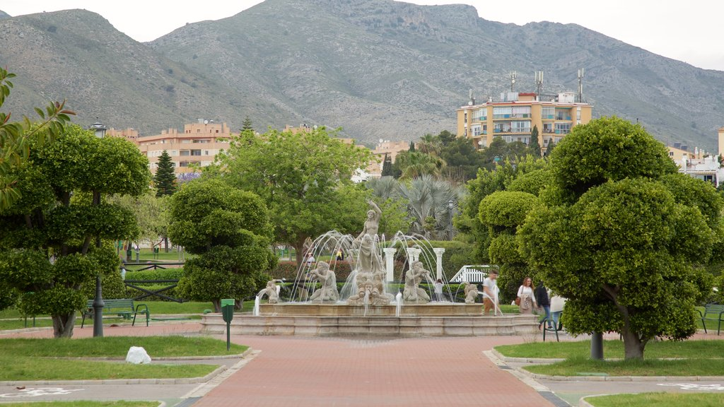 La Bateria Park featuring a fountain and a garden