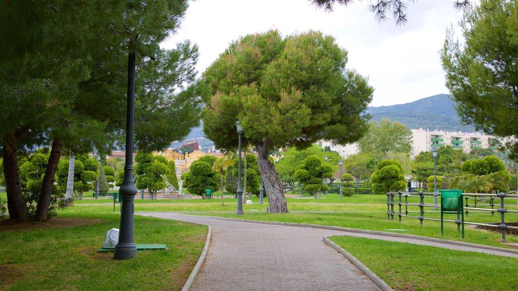 La Bateria Park featuring a garden