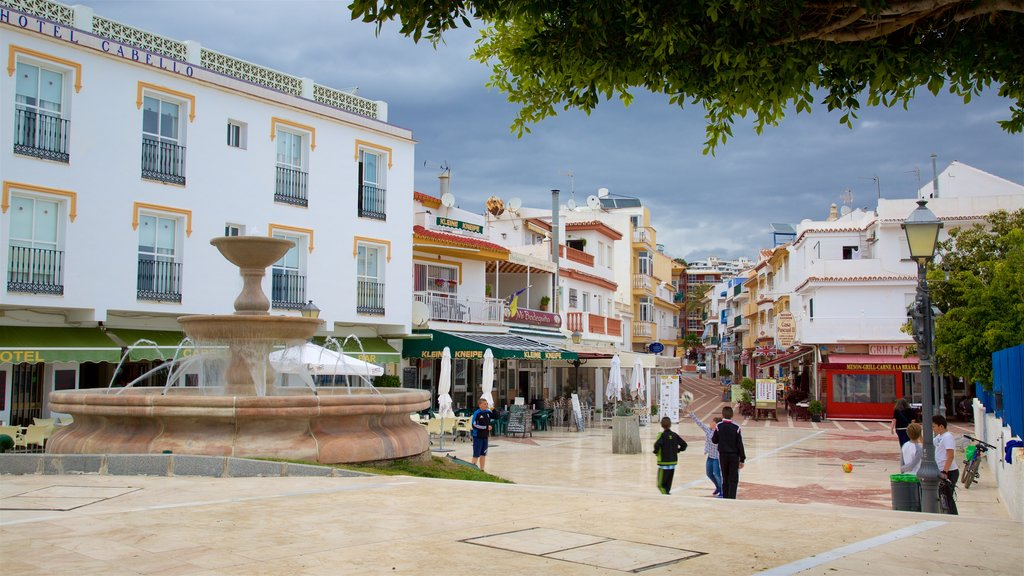 La Carihuela showing street scenes and a fountain