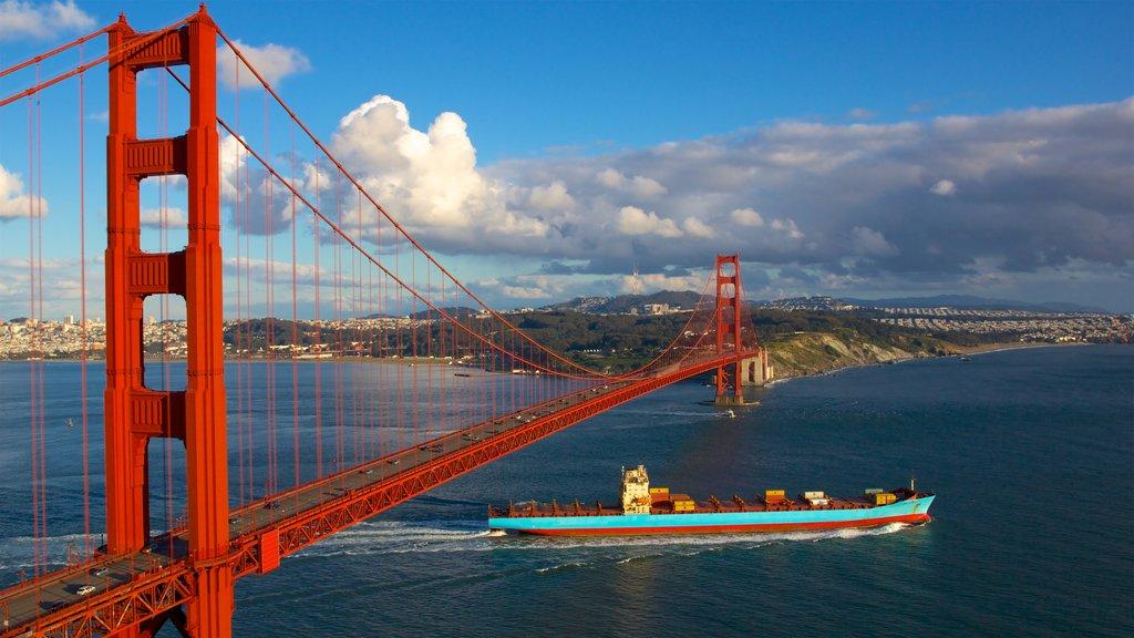 San Francisco mostrando paseos en lancha, vistas generales de la costa y un puente