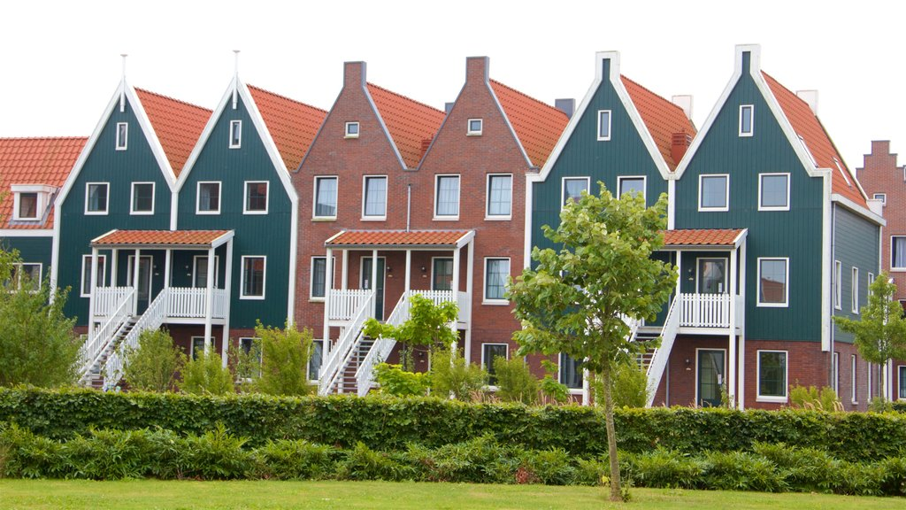 Volendam showing a small town or village and a house