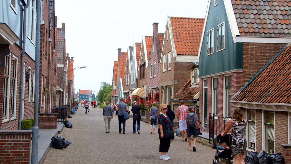 Volendam featuring street scenes as well as a large group of people