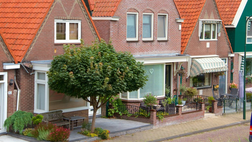 Volendam featuring a house and street scenes