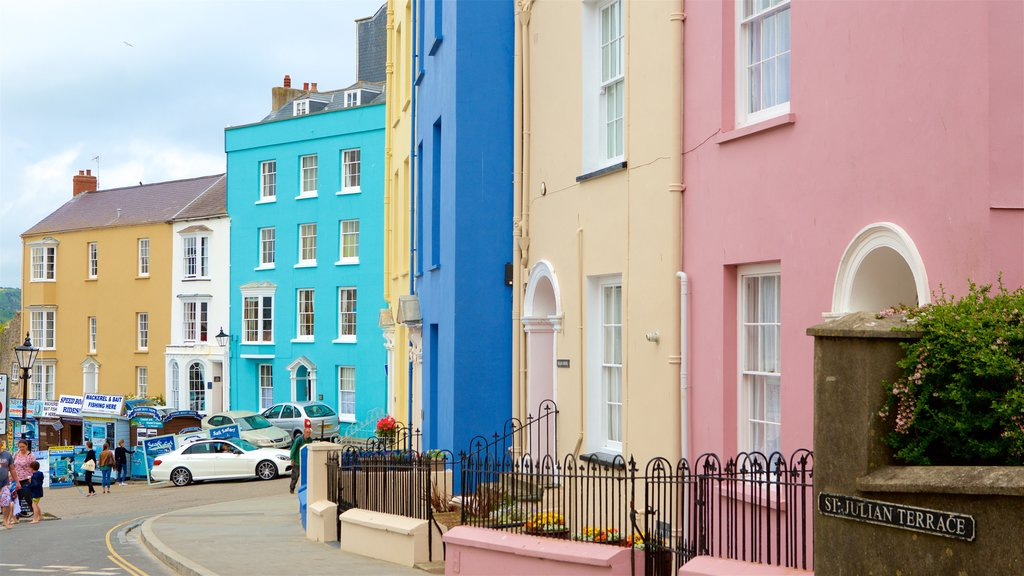 Tenby showing a coastal town, heritage elements and street scenes