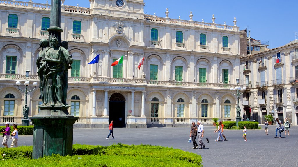 Catania showing a square or plaza, an administrative buidling and heritage architecture